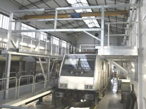 Roof working platform for maintenance of different trains