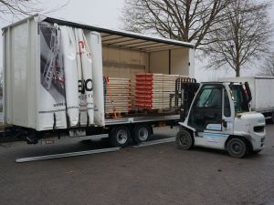 New two-axle trailer with closed sliding curtain