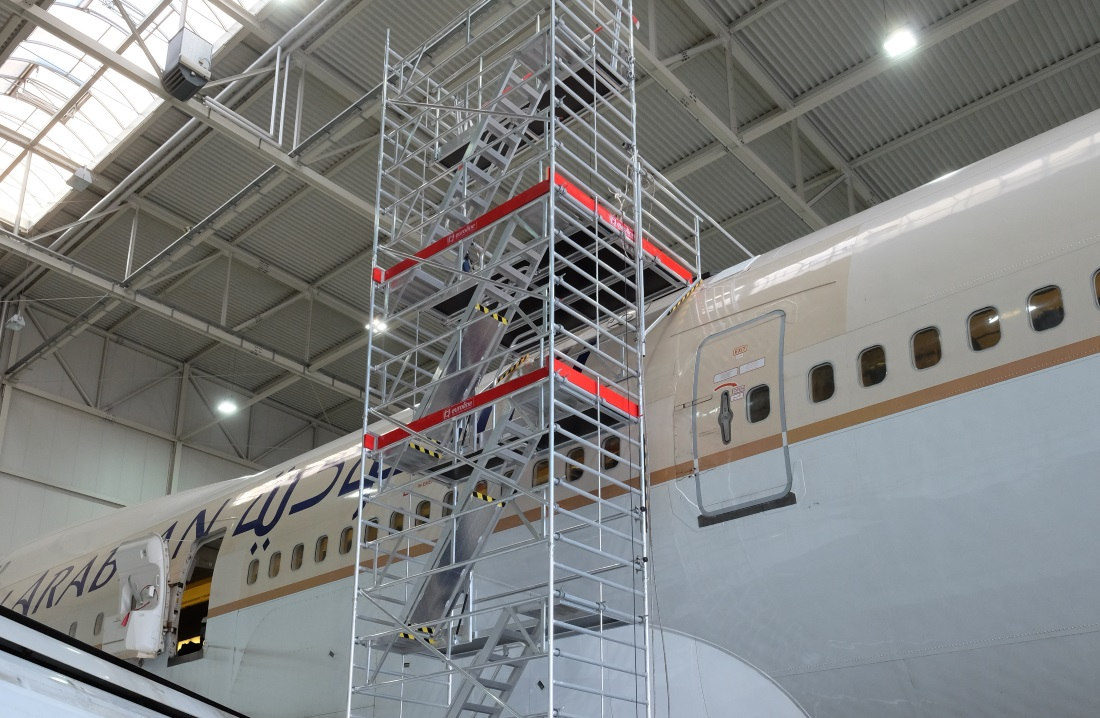 Scaffolding work platform with platforms and catwalk systems