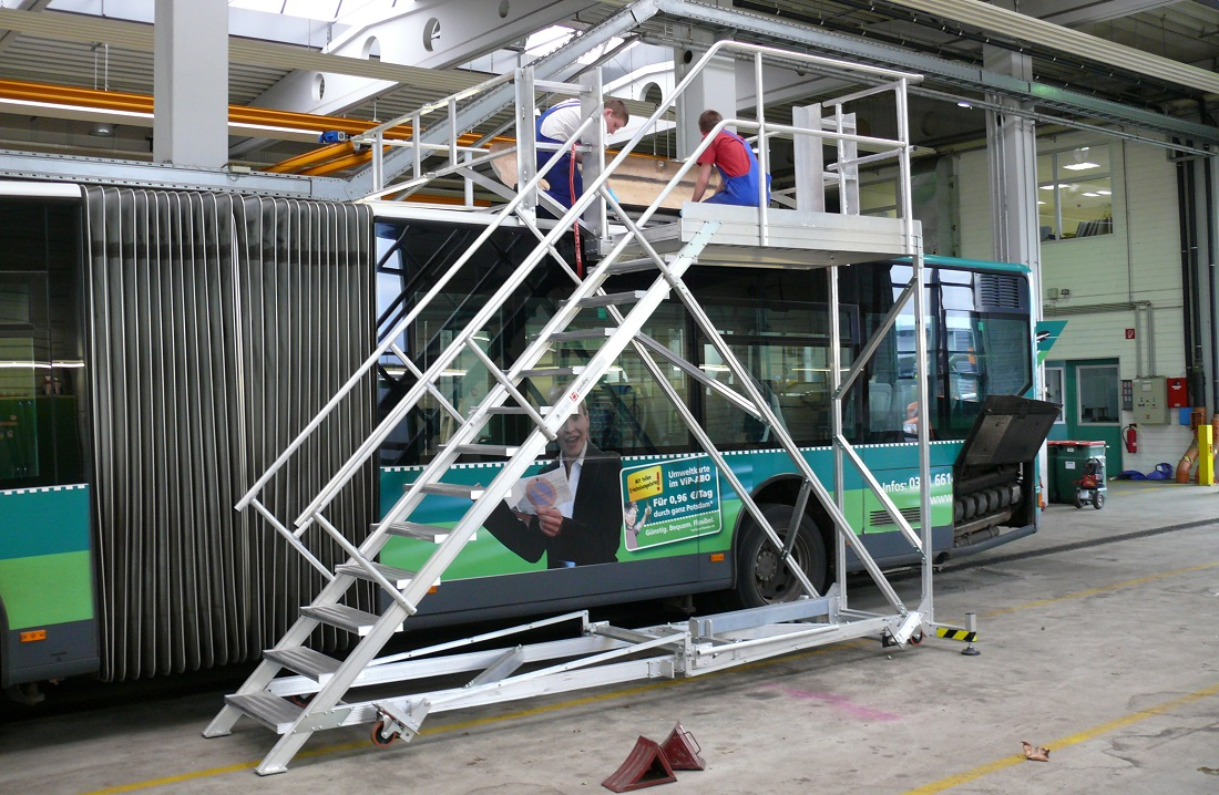 Mobile roof working platform